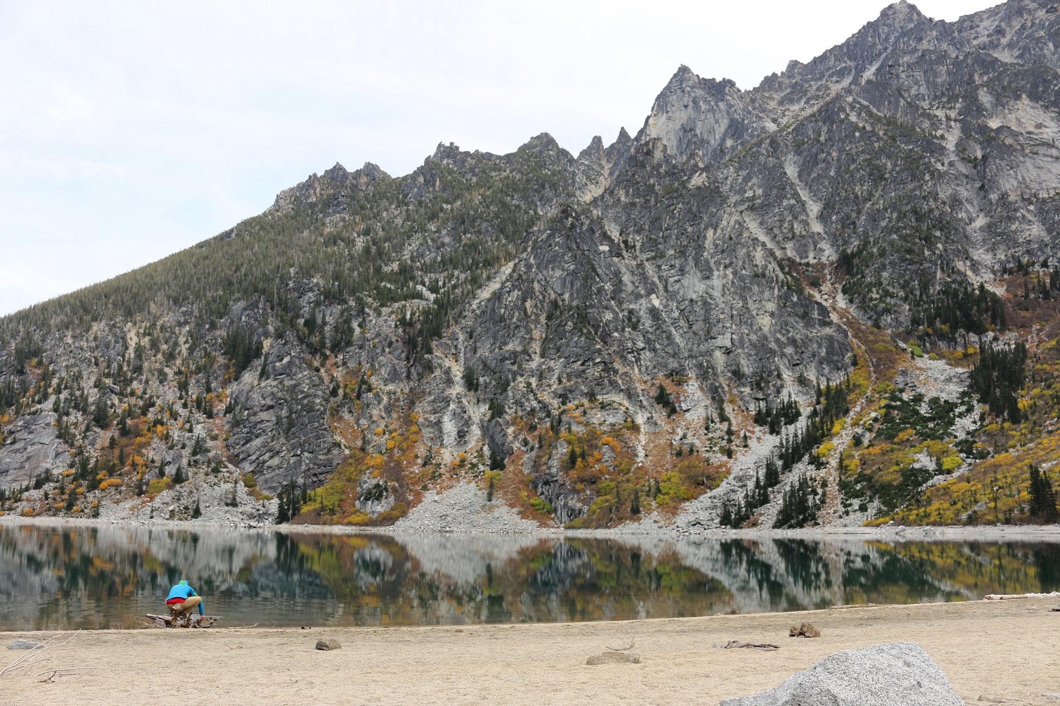 Fall camping at Colchuck Lake before hiking to The Enchatnments